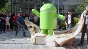 android-7-0-nougat-statue-copy